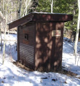 outhouse_002
